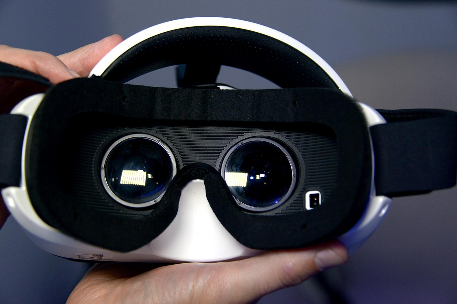 Samsung Gear VR - Enjoy the Immersive Experience Anywhere, Anytime